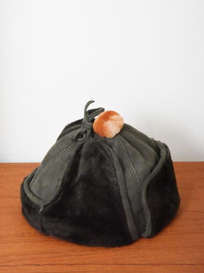 Hat in sheepskin, grey/orange