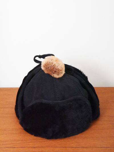 Hat in sheepskin, black/brown