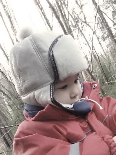 Mössa Fårskinn barn, rostbrun/vit tofs
