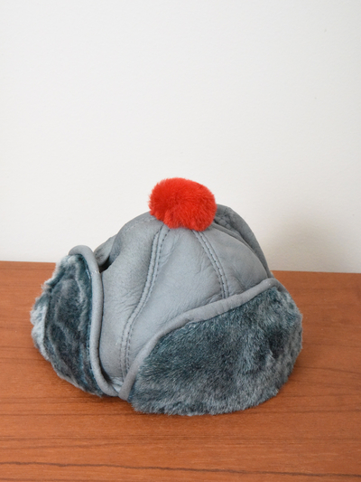 Children's Hat in sheepskin, grey/red