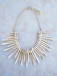 Halsband i zink, Wing